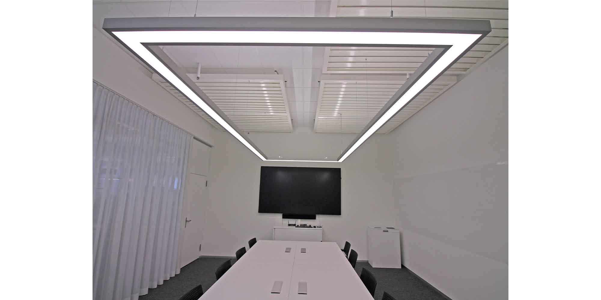 matric lichtkanäle von Lightnet als rechteck passend zum sitzungstisch