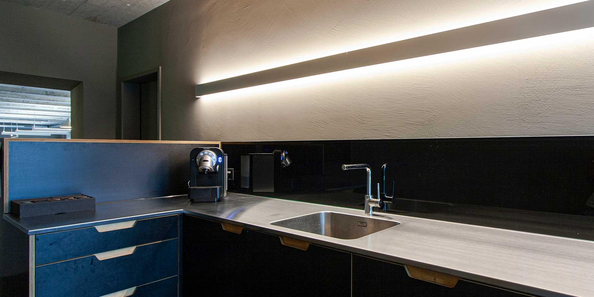 Küchebeleuchtung indirekt mit matric Wandleuchte