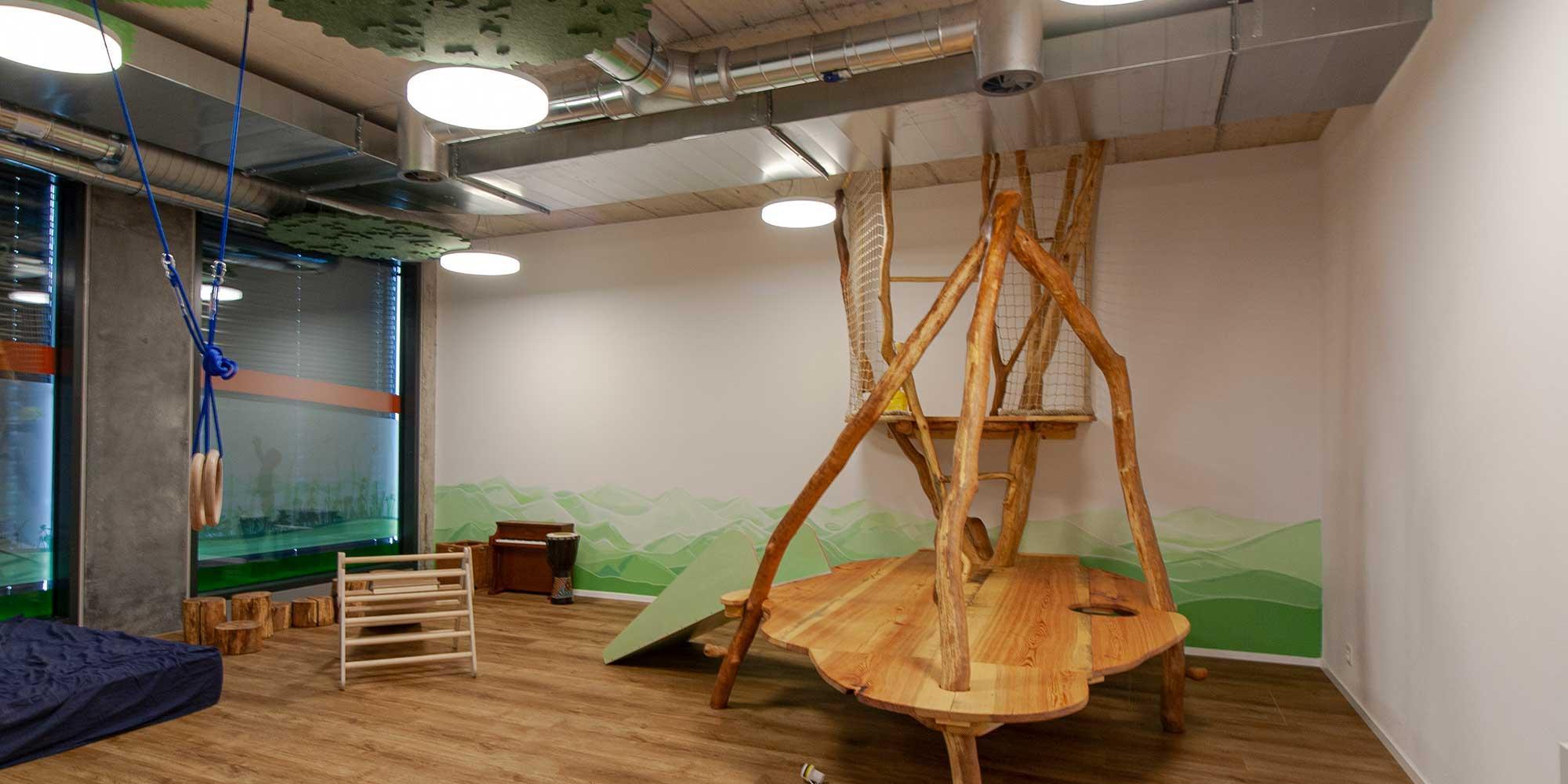 In diesem Zimmer der Kita Wundergarten können die Kinder sich austoben mit perfektem Licht von Basic Leuchten von Lightnet